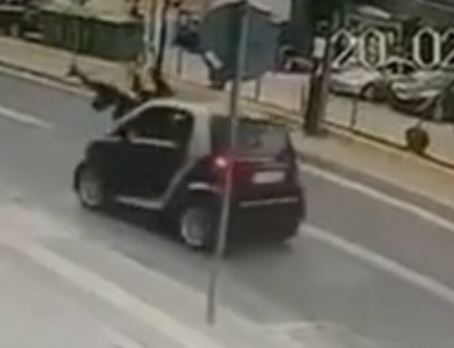 Βίντεο ΣΟΚ: Αυτοκίνητο παρέσυρε μητέρα και παιδί στο Ρέθυμνο